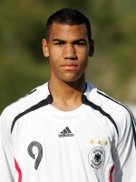 Junioren-Nationalspieler und HSV-Profi Eric-Maxim Choupo-Moting ist Pate des Sparda-Bank Integrations-Cups